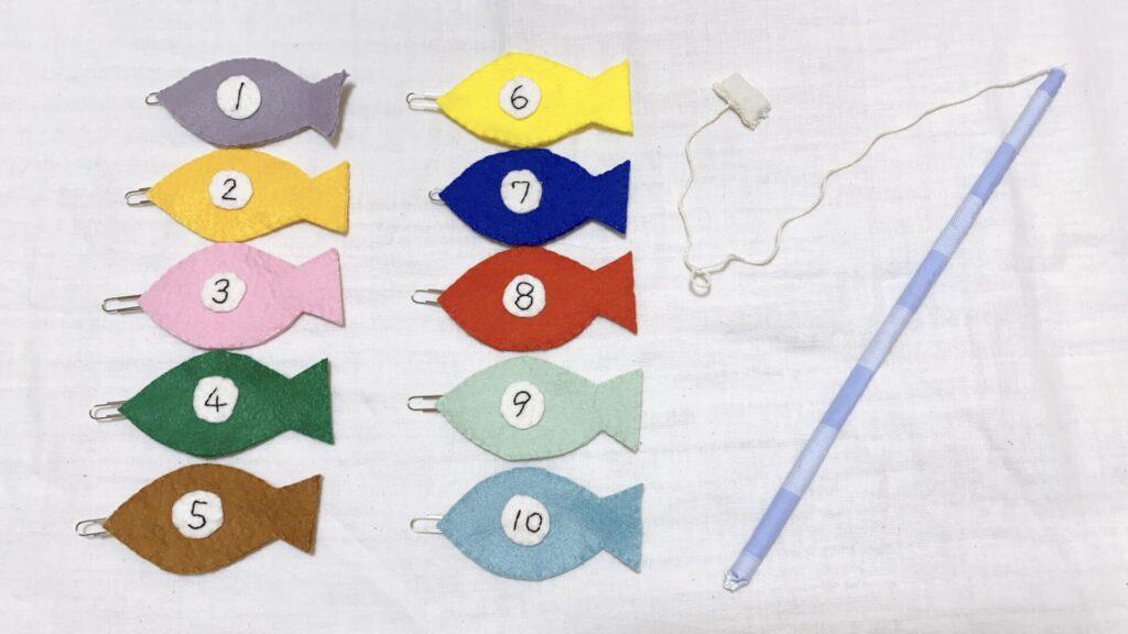 フェルトで手作りした赤ちゃんのおもちゃのおさかな釣り