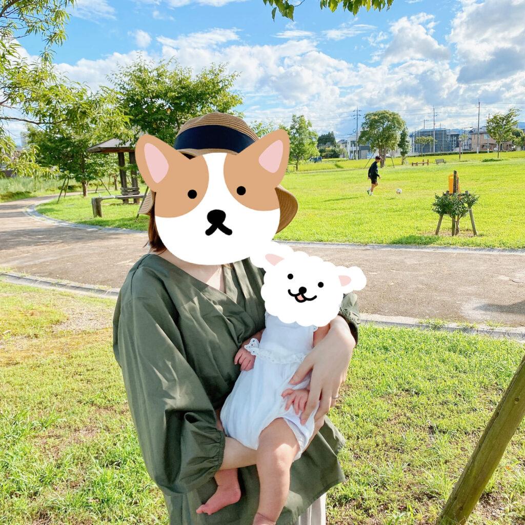 公園でママが抱っこ