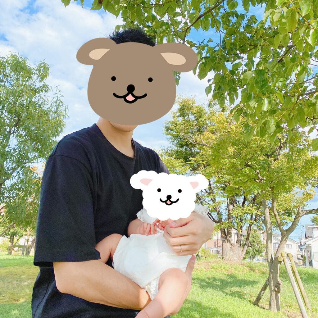 公園でパパが抱っこ