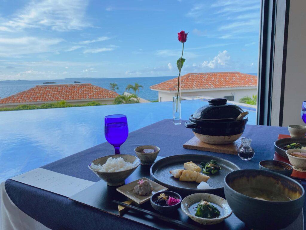 紺碧ザヴィラオールスイートの朝食と景色