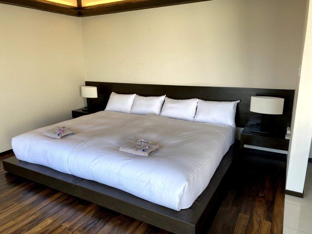 紺碧ザヴィラオールスイートのベッド