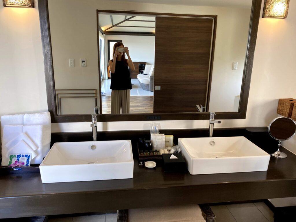 紺碧ザヴィラオールスイートの洗面所