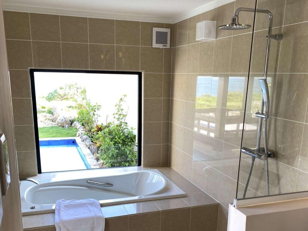 紺碧ザヴィラオールスイートの浴室