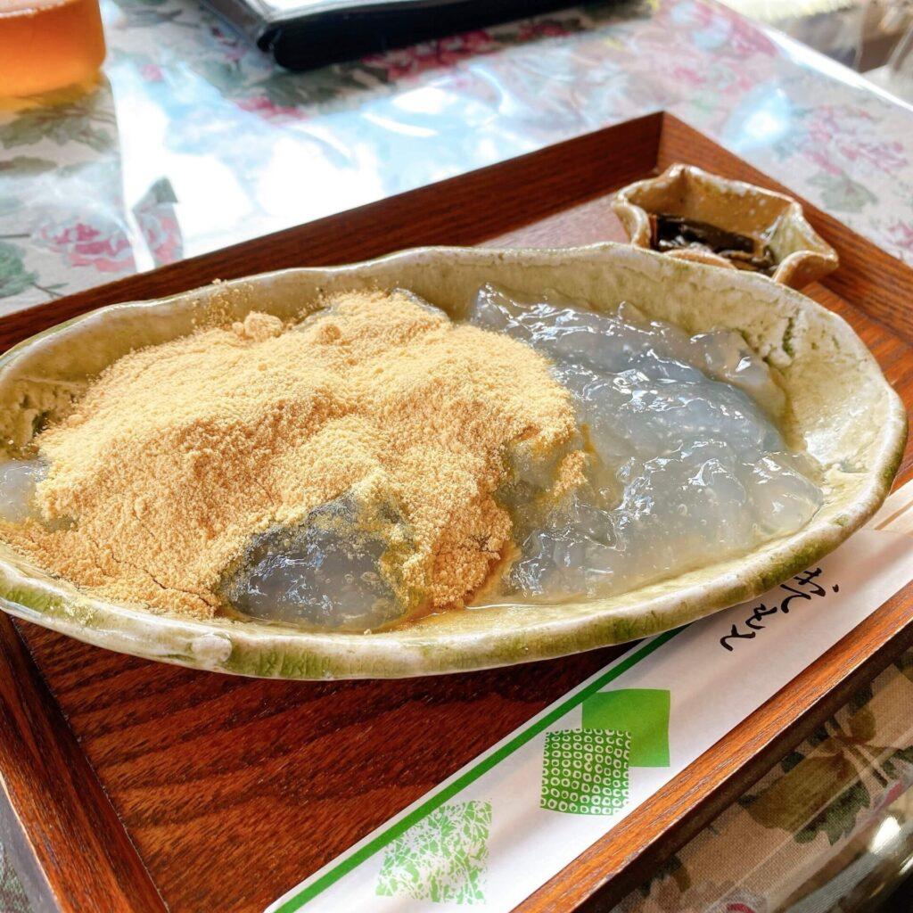 お茶の洞之園のわらび餅